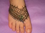 bridal Foot Mehndi Design with Glitter 2013 150x112 Bridal Feet Mehndi Designs Pictures, Images, Photos